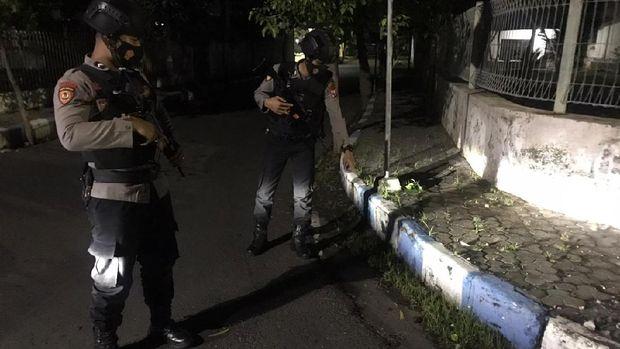Duar! PN Kota Probolinggo Dilempar Bondet Orang Tak Dikenal