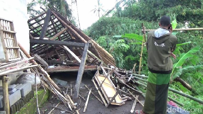 Diterjang Angin Kencang, Puluhan Rumah di Lumajang Rusak