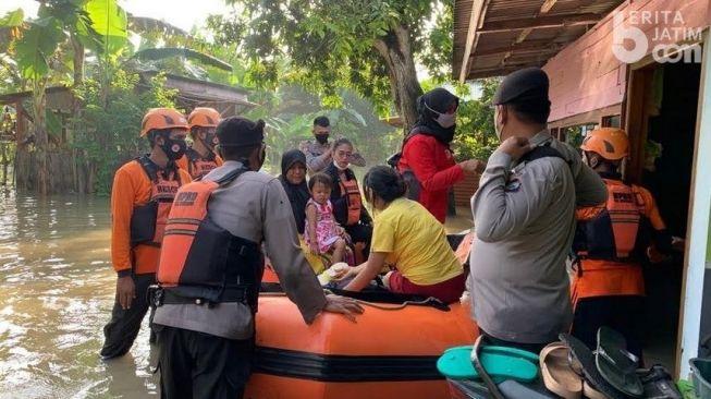 Bojonegoro Terendam Banjir, Warga Dievakuasi
