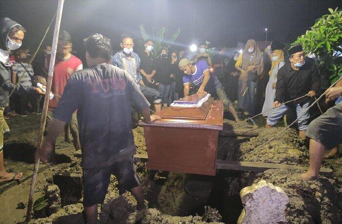 Meninggal Kecelakaan di Semarang, Chacha Sherly Eks Trio Macan Dimakamkan di Sidoarjo