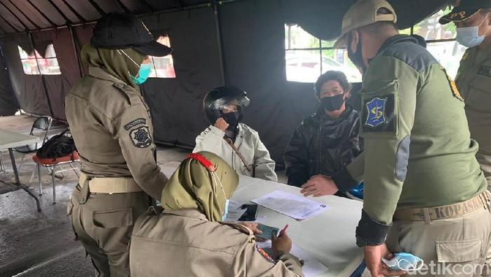 Kasus Covid-19 Stagnan, PPKM di Jatim Dinilai Tak Efektif
