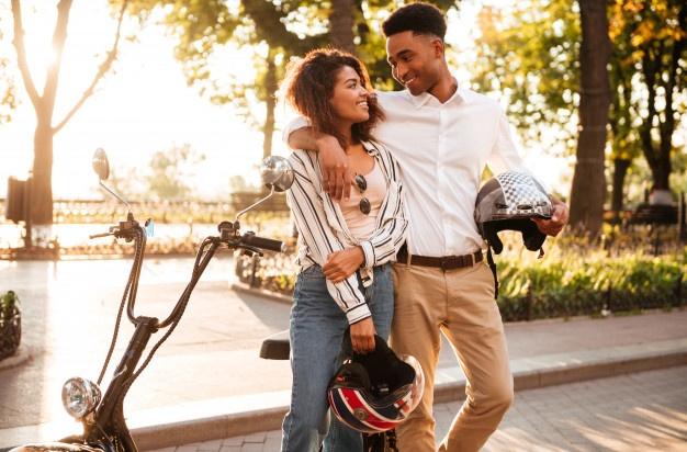 Perbedaan Pria dan Wanita saat Jatuh Cinta, Beda Banget