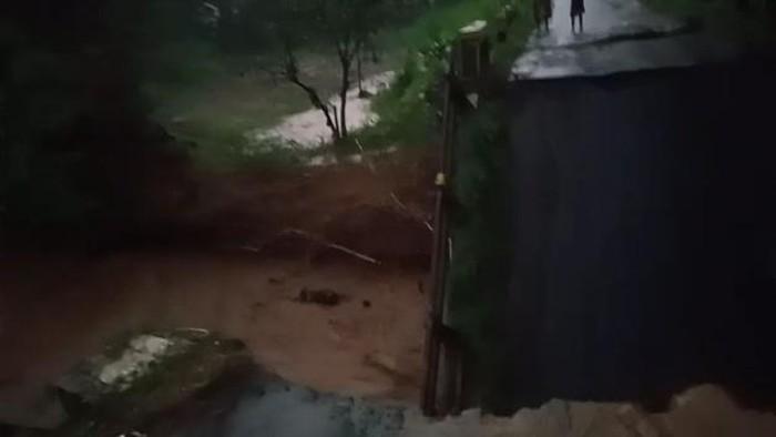 Jembatan Ambrol, 7.450 Warga Kasembon Malang Terisolir