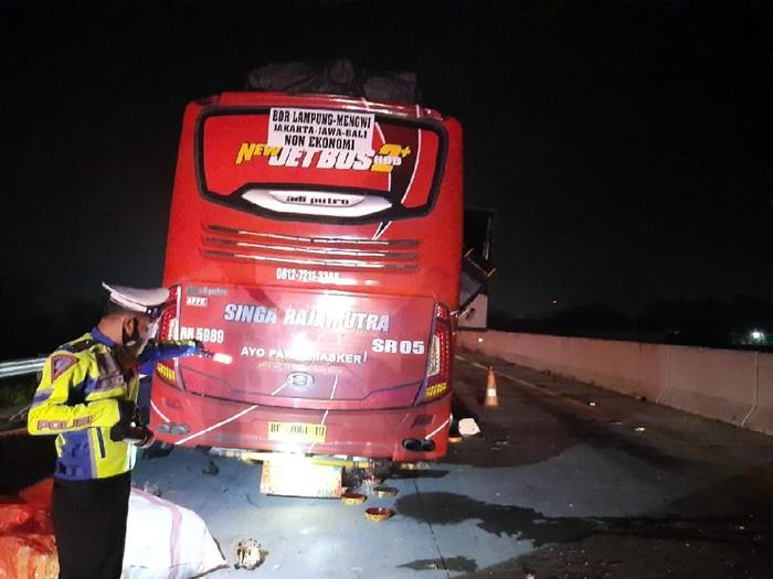 Bus Lintas Bali-Sumatra Tabrak Truk di Tol Magetan, 4 Orang Meninggal