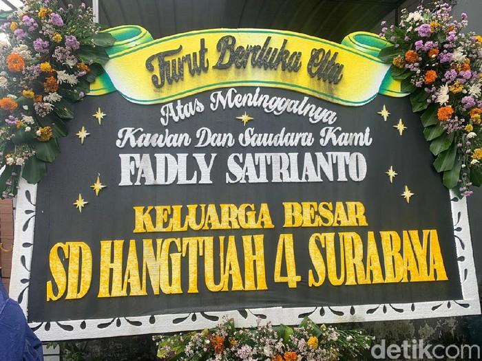 Pelayat Datangi Rumah Kru Sriwijaya Air SJ182 Fadly Satrianto di Surabaya