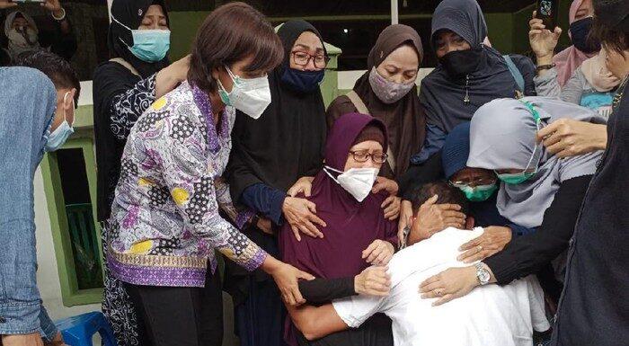 Tangis Pilu Sambut 2 Jenazah Penumpang Sriwijaya Air SJ182 di Kediri
