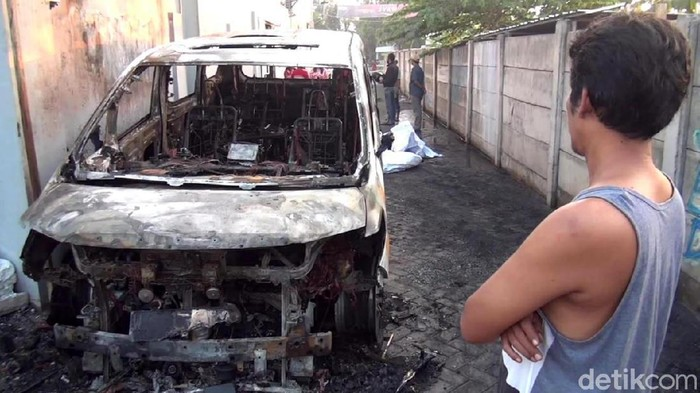 Bakar Mobil Alphard Via Vallen, TerdakwaDituntut 3 Tahun Penjara