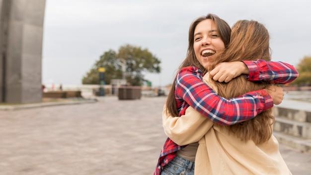 6 Manfaat Pelukan, Salah Satunya Meningkatkan Kesehatan Jantung