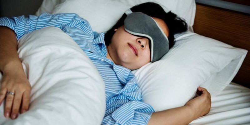 5 Manfaat Sleeping Mask, Bisa Memperbaiki Kualitas Tidur