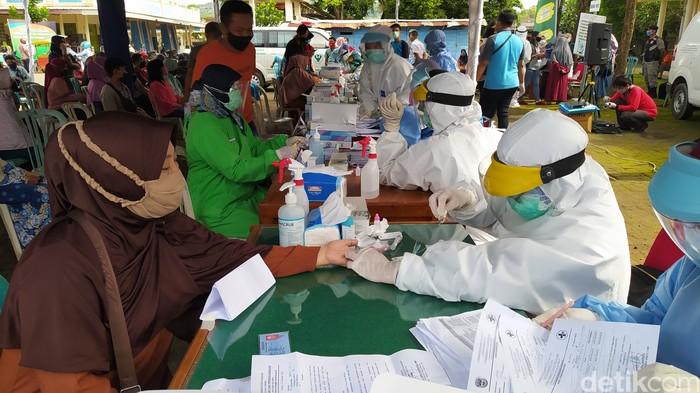 Pedagang Pasar Minulyo Pacitan Rapid Test, 119 Orang Reaktif