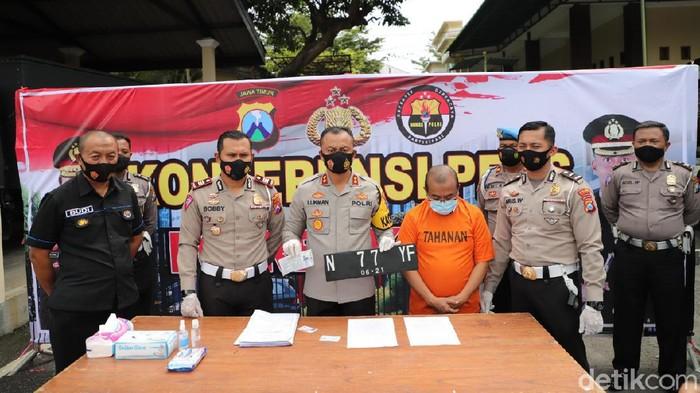 Gonta Ganti Pelat Nomor Mobil, Pelaku Tabrak Lari Kediri Ditangkap di Malang