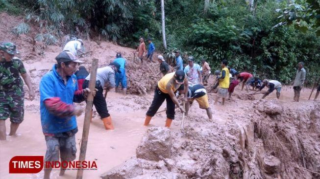 Longsor Sempat Bikin 6 KK di Ngawi Terisolasi