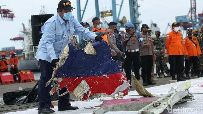 KNKT: Kemungkinan Besar Sriwijaya Air SJ182 Meledak di Laut