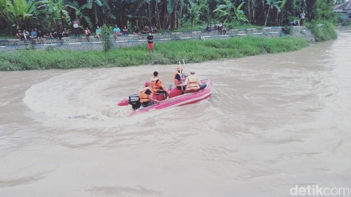 Mandi di Sungai Tak Bisa Berenang, Remaja di Jombang Hilang