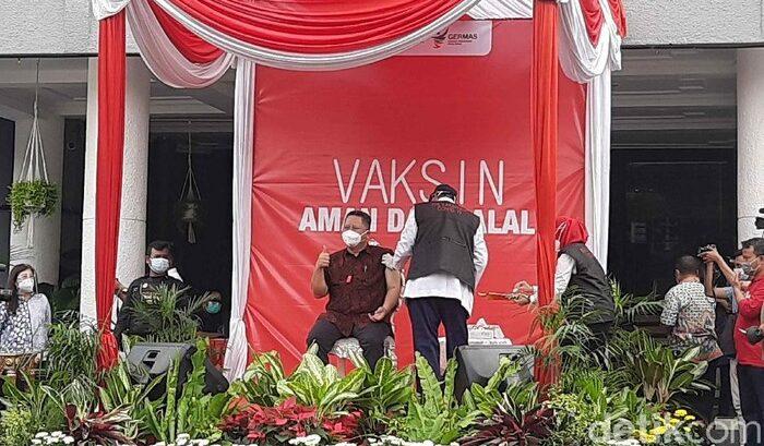 Tensi Tinggi, Plt Wali Kota Surabaya Sempat Tak Lolos Vaksinasi