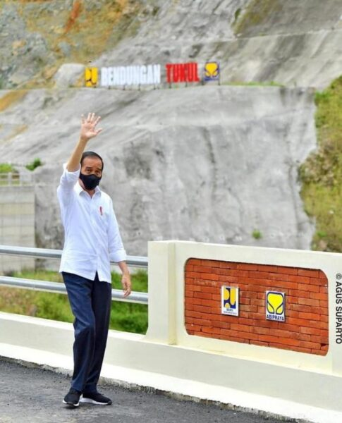 Jokowi Resmikan Bendungan Rp916 Miliar di Pacitan, Segini Kapasitasnya