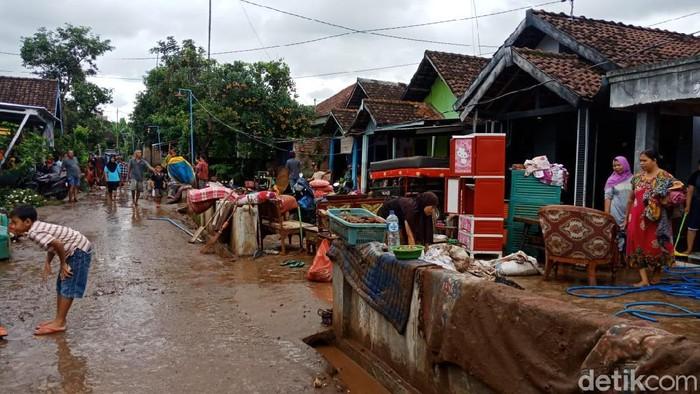 Curah Hujan Tinggi, 1 Desa di Jombang Diterjang Banjir Bandang 3 Rumah Rata dengan Tanah