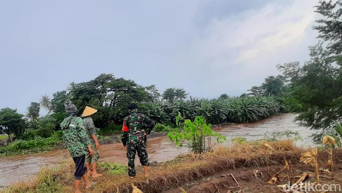 Plengsengan Sungai Jebol, 103 Rumah di Situbondo Kebanjiran