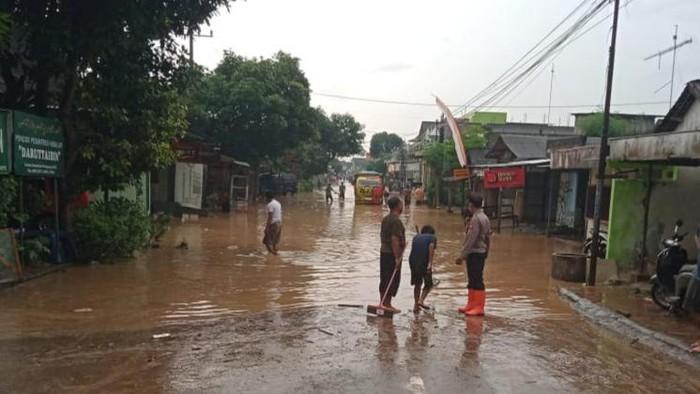 Akses Utama di Tulungagung Kebanjiran, Arus Lalu Lintas Dialihkan