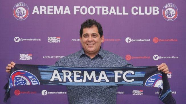 Liga Indonesia Tak Jelas, Arema Setop Kontrak Carlos Oliveira