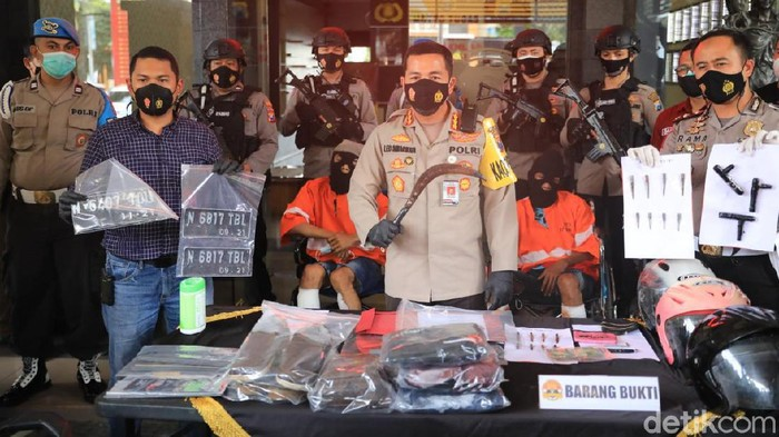 Dor! Polisi Tembak 2 Pelaku Curanmor karena Melawan Pakai Celurit