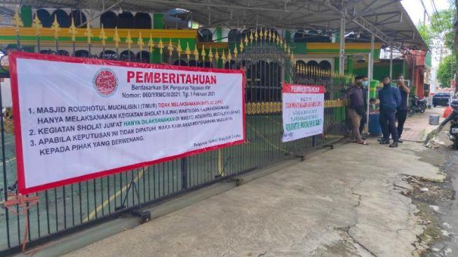 Masjid Digembok, Warga Jember Bingung Mau Salat Jumat