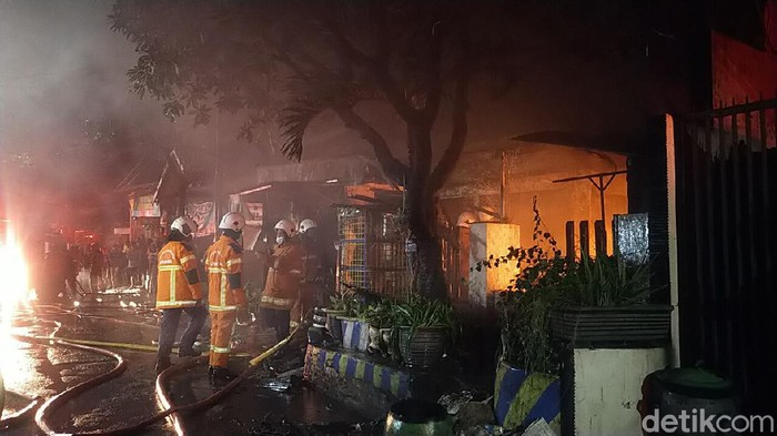 Kebakaran di Surabaya, Ibu dan Anak Meninggal Terjebak di Rumah
