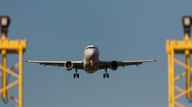 Dampak Abu Gunung Raung, Penumpang Pesawat di Bandara Banyuwangi Diminta Turun
