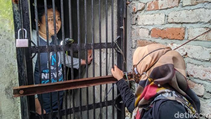 Kerap Ngamuk, Pria di Ponorogo Ini Dikurung di Kamar Berjeruji