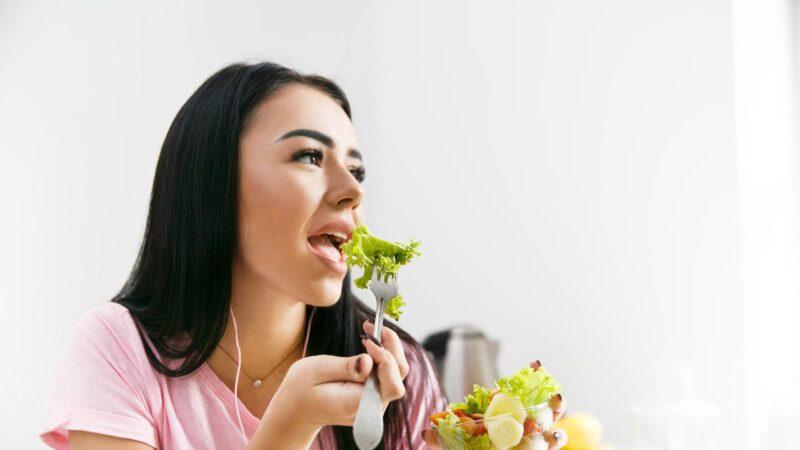 5 Makanan Ini Bisa Atasi Masalah Rambut Rontok
