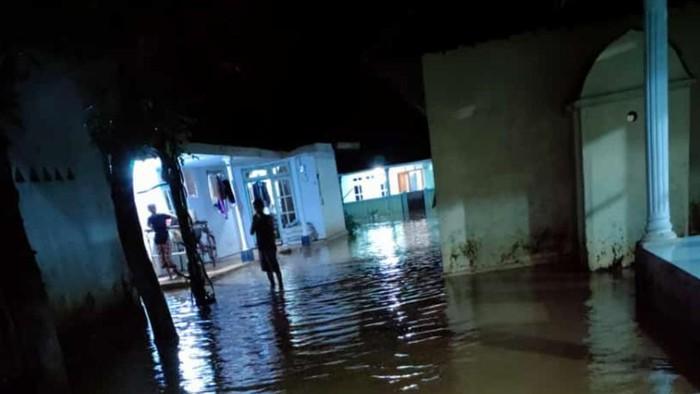 Hujan Deras Bikin Banjir dan Longsor di Pasuruan