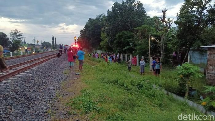 Pedagang Kerupuk Keliling Tertabrak Kereta Api di Perlintasan Jombang