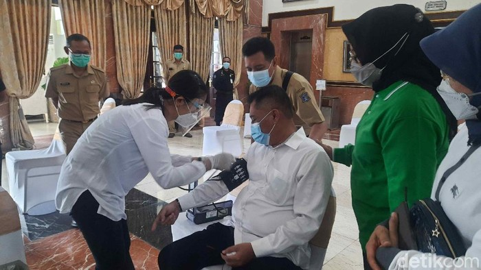 Cemas Divaksin Covid-19, Kasatpol PP Surabaya Lemas