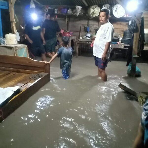 Hujan Deras 4 Jam, Puluhan Rumah dan Jalan Raya di Madiun Kebanjiran