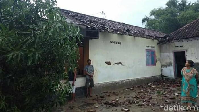 Angin Kencang Menyapu 3 Desa di Jombang