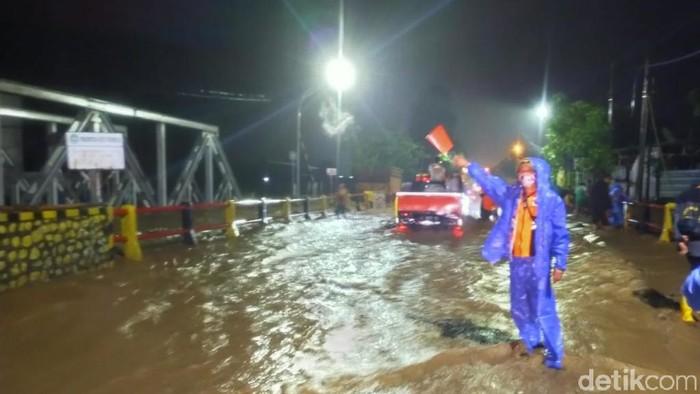 Pantura Kota Pasuruan Kembali Terendam, Arus Lalu Lintas Terganggu