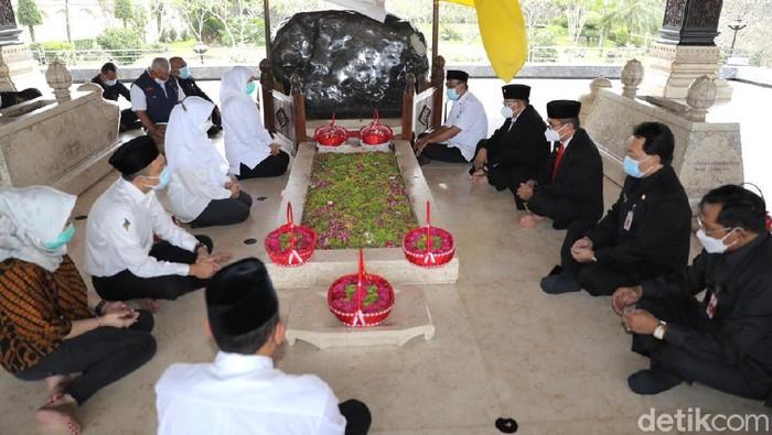 Seusai Sertijab, Gubernur Ajak Bupati-Wali Kota Ziarah ke Makam Bung Karno