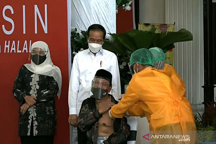 Jokowi dan MUI Bertemu, Jatim Siap Divaksin Covid-19 AstraZeneca