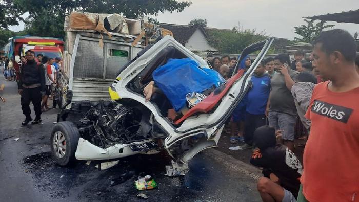 Truk Vs Pikap di Banyuwangi, Sopir Pikap Meninggal di Tempat