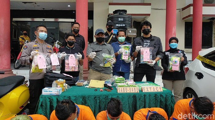 Jadi Beking Bandar Narkoba, 3 Polisi di Surabaya Dibekuk