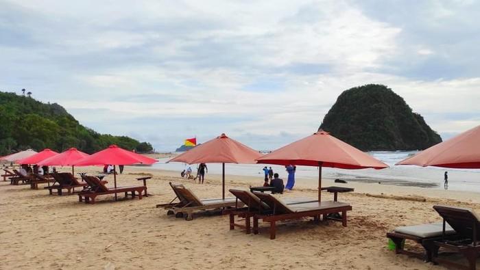 Isu Tsunami, Pantai Pulau Merah Banyuwangi Sepi Pengunjung