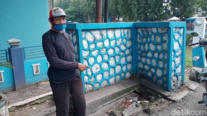 Pistol dan 37 Peluru Ditemukan di Depan Pasar Ikan Lamongan