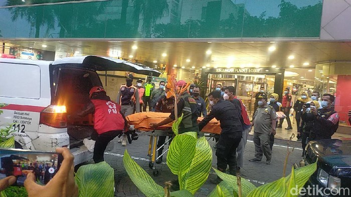 Pria Meninggal setelah Jatuh dari Lantai 2 Tunjungan Plaza Surabaya