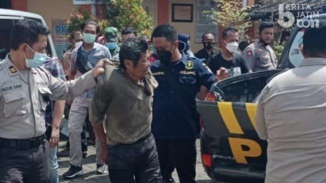 Tolong Warga, Polisi Kediri Terluka Dibacok Orang Gila
