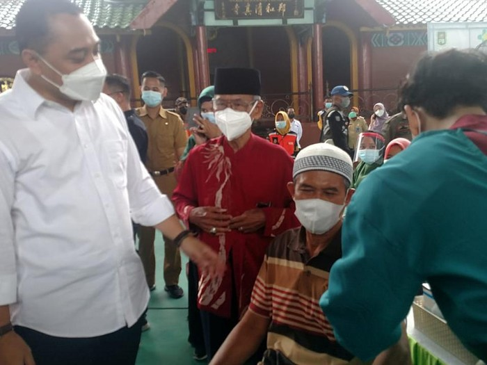 Geber 1.000 Vaksin, Wali Kota: Warga Surabaya Bisa Tarawih di Masjid