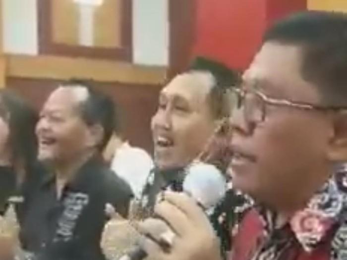Viral, Video Wali Kota Blitar Syukuran Berjoget dan Nyanyi Tanpa Masker