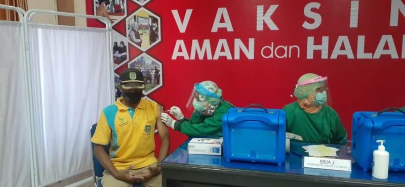 Jelang Idulfitri, Pedagang Pasar di Madiun Disuntik Vaksin Covid-19
