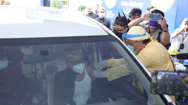 Kota Malang Gelar Vaksinasi Drive Thru untuk Warga Lansia