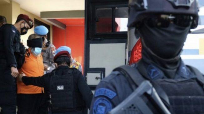 Densus Ringkus 4 Terduga Teroris di Jatim seusai Bom Katedral Makassar