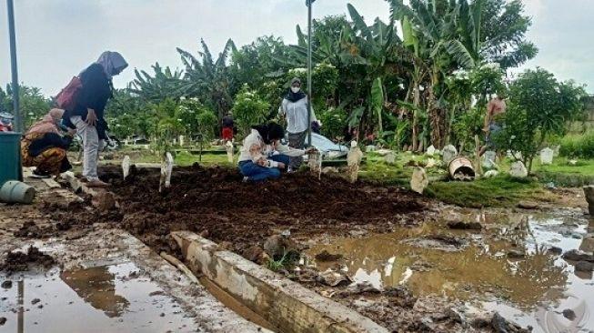 Dua Ibu Berseteru, Makam Bocah di Sidoarjo Dibongkar